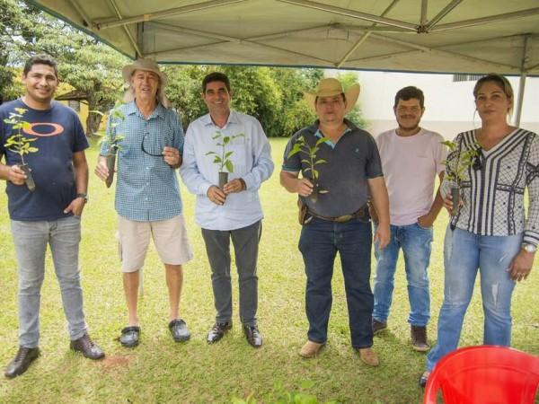 Chapadão do Céu + Verde realiza plantio de árvores