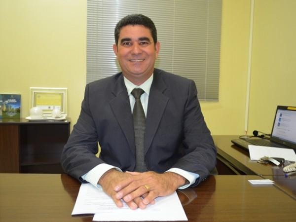 Presidente Paulinho da Mec Céu solicita contratação de ginecologista