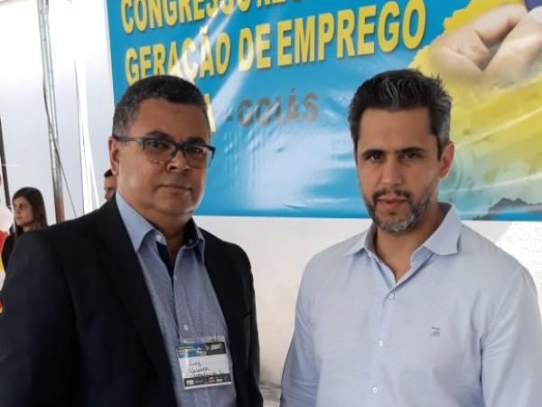 Vereador Luiz Alberto repassa ao Presidente da ANATEL  Sr. Leonardo Euler Morais  abaixo-assinado