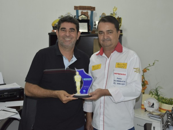 Vereadores Paulinho da Mec Céu e Marquinhos Navarini recebem premiação do Jornal Gazeta News