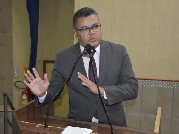 Vereador Luiz Alberto solicita folha de pagamento dos servidores públicos municipais