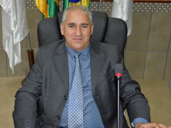 Vereador Walter Rosa solicita ampliação de parquinho na Praça da Juventude