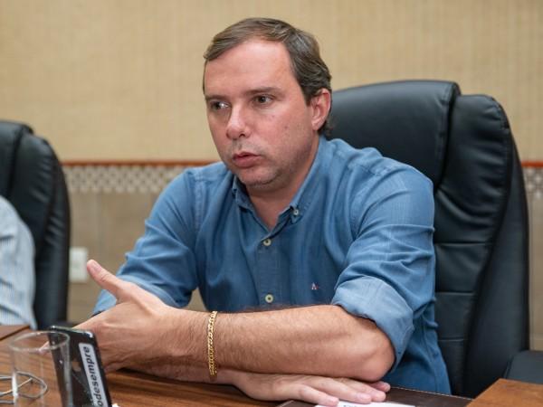 Vereador Marquinhos Navarini parabeniza aquisição de totens de álcool em gel para prevenção ao COVID