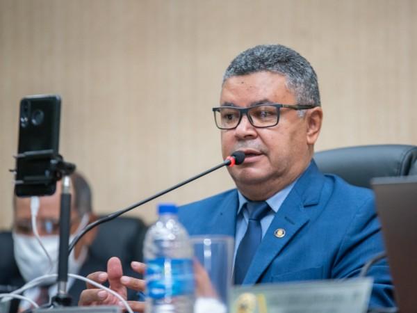 Vereador Luiz Alberto cobra melhor atendimento nas instituições financeiras