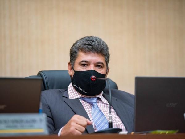 Vereador Sérgio Barbosa solicita a instalação de rotatória na Avenida Leão com a Rua Guapeva